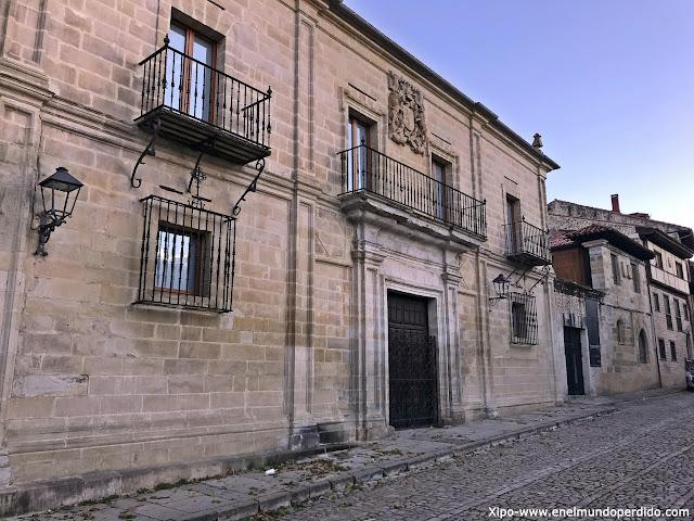 palacio-peredo-barrera-santillana-del-mar.jpg