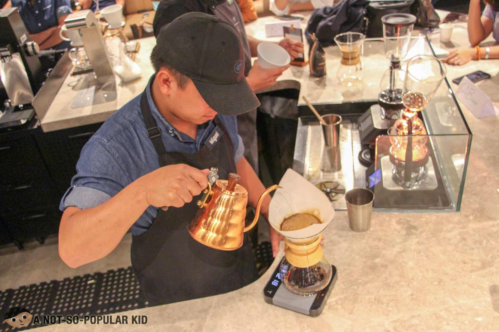 Preparing coffee using Chemex in Starbucks Reserve