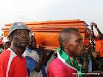 L'arrivée de dépouilles de trois joueurs du Daring Club Motema Pembe(DCMP)  le 03/04/2013 au stade de martyrs à Kinshasa. Radio Okapi/Ph. John Bompengo