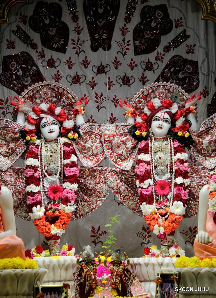 ISKCON Juhu Sringar Deity Darshan on 30th Sep 2016 (53)