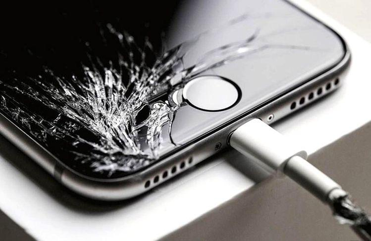 Risks of Using an iPhone With a Cracked Screen