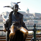 Kedvencek  / Marton László: Kiskirálylány, a Duna-korzó korlátján ücsörgő szobor – 2015
