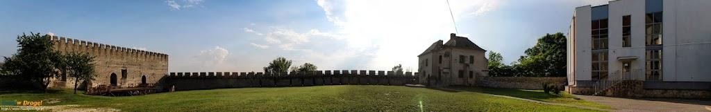 Szydłów - dziedziniec zamku