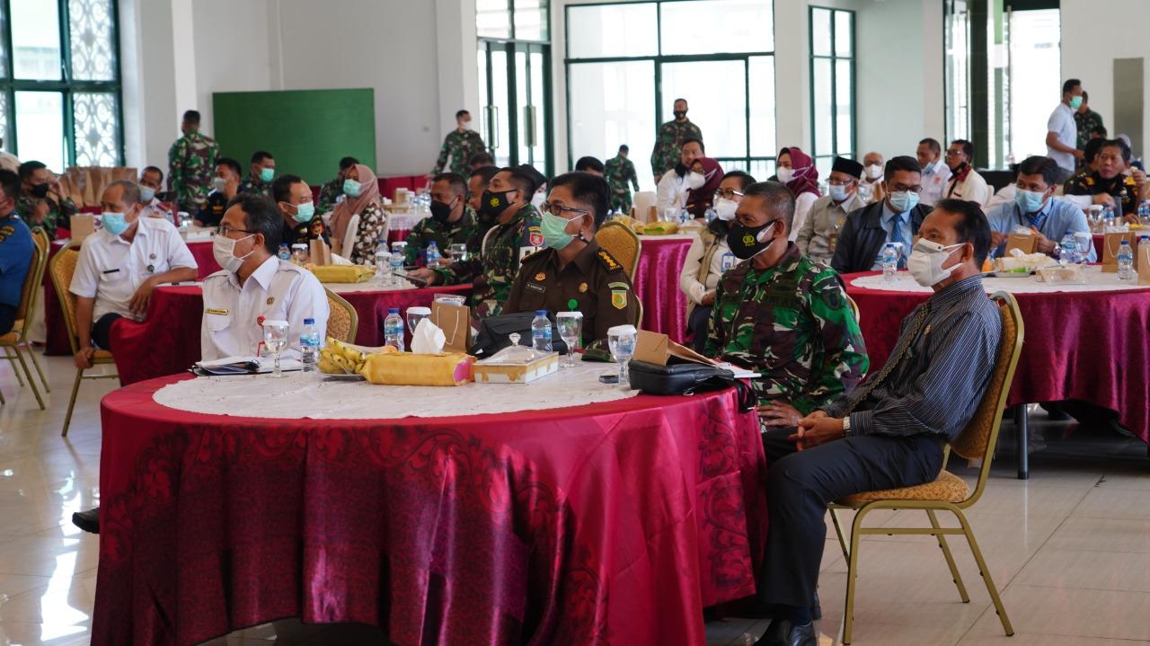Perkuat Pertahanan Aspek Darat, Danrem 091/ASN Gelar Komsos Bersama Aparat Pemerintah