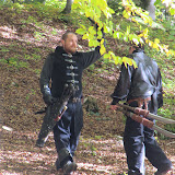 l'archer qui a semé ses poursuivants revient HJ récupérer ses flèches