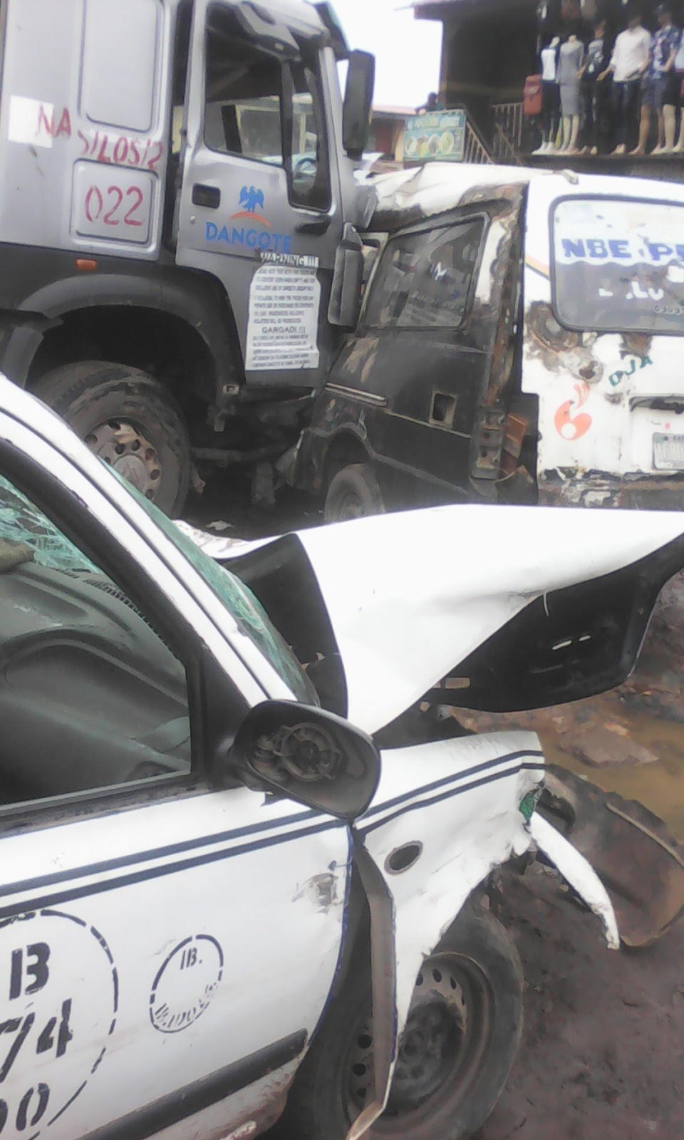 Dangote truck rams into garage in ibadan kills one person for Garage a persan