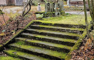 石段と石仏 / 慶徳寺 (喜多方市)