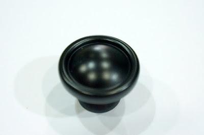裝潢五金品名:B2104-圓型取手規格:單孔(30m/m)顏色:黑色玖品五金