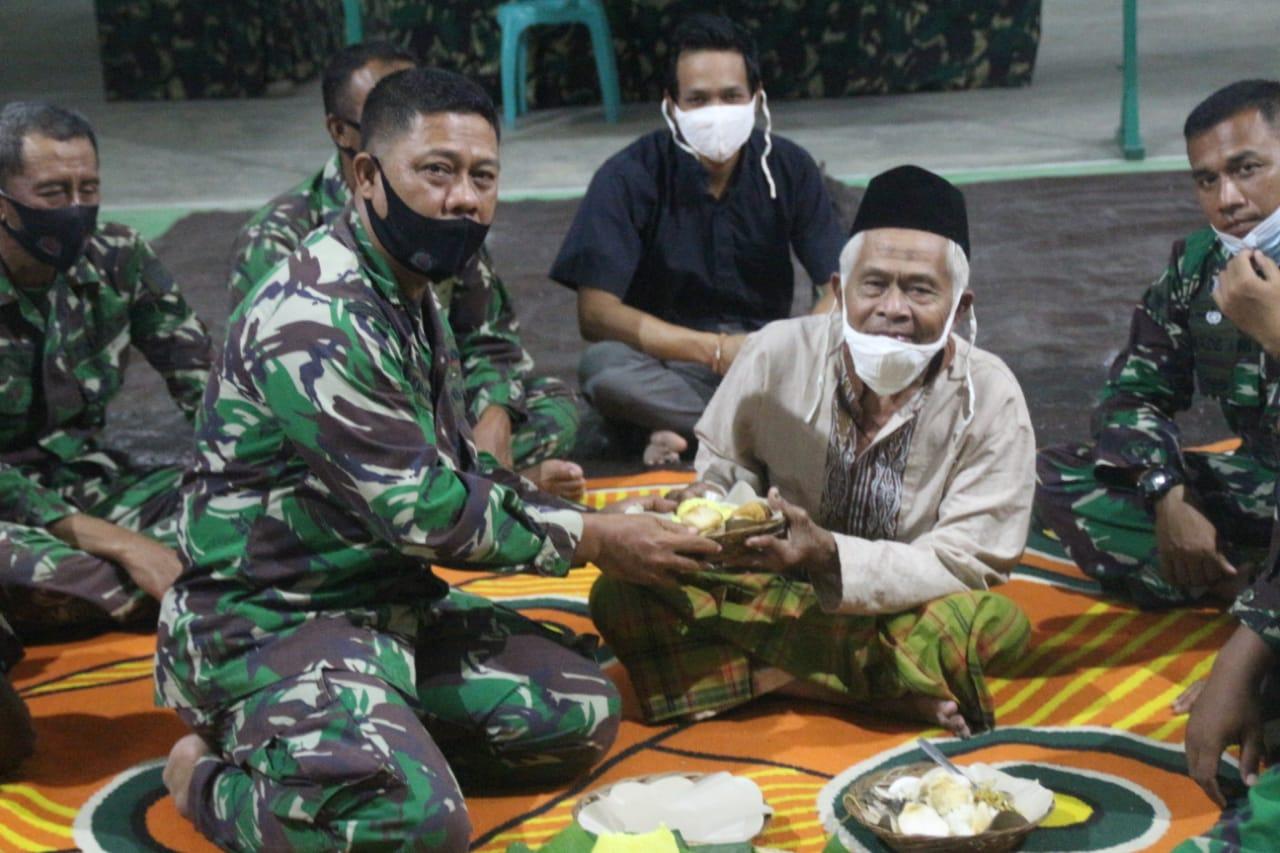 Prajurit Satgas TMMD Gelar Doa Bersama Warga Setempat