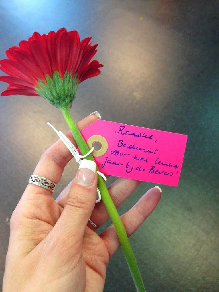 Bedankt voor de mooie bloem, Rik! Veel plezier bij de Welpen, we gaan je missen.