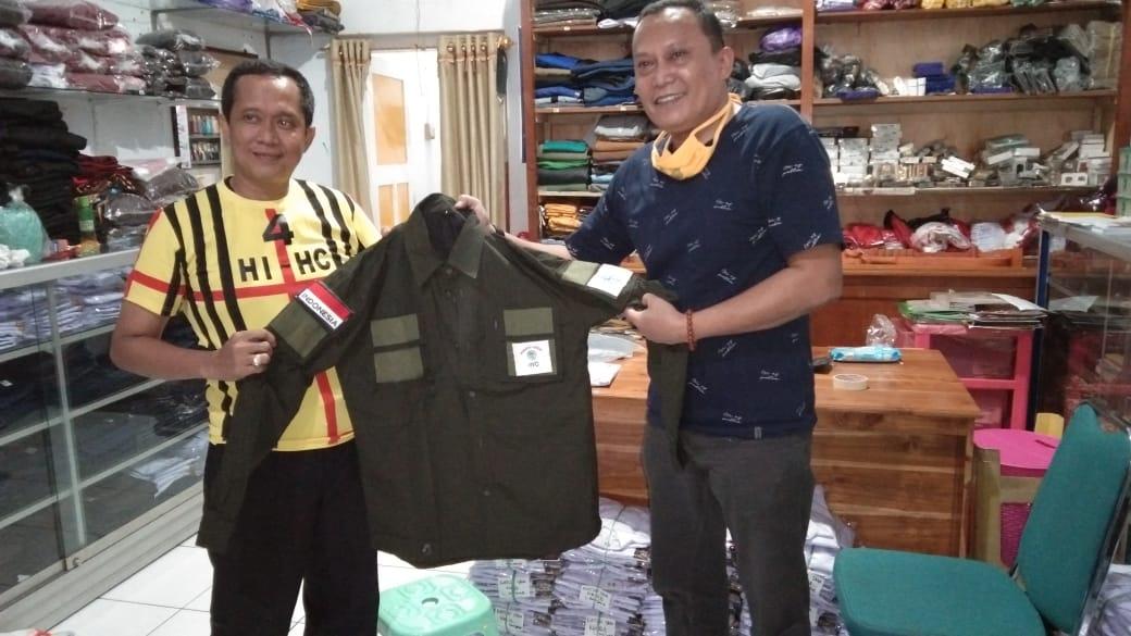 IWO Soppeng Menerima Sumbagsih Baju Seragam Dari Angota DPRD Soppeng H. Ismail