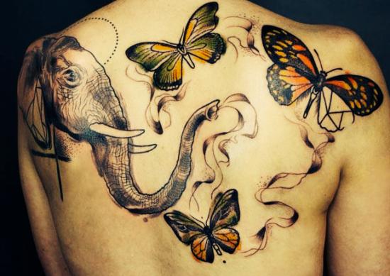 borboletas_coloridas_e_elefante_tatuagem_nas_costas