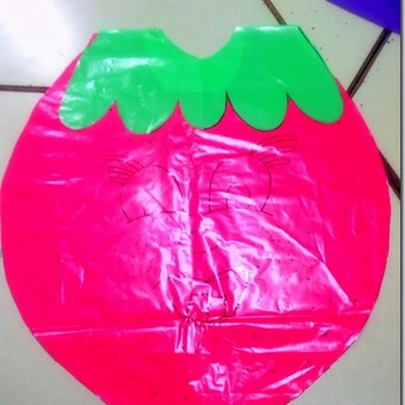Disfraz casero de fresa con bolsa de Basura