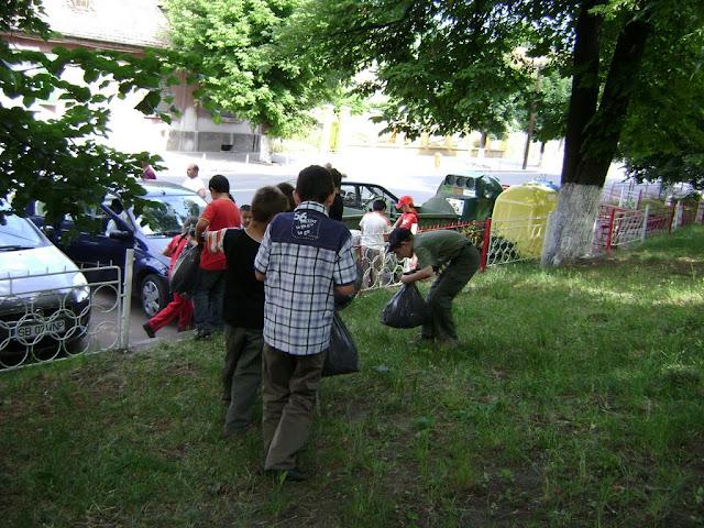 Actiune in colaborare cu Clubul Copiilor pentru pastrarea naturii curate - proiect educational - mai - DSC01756.JPG