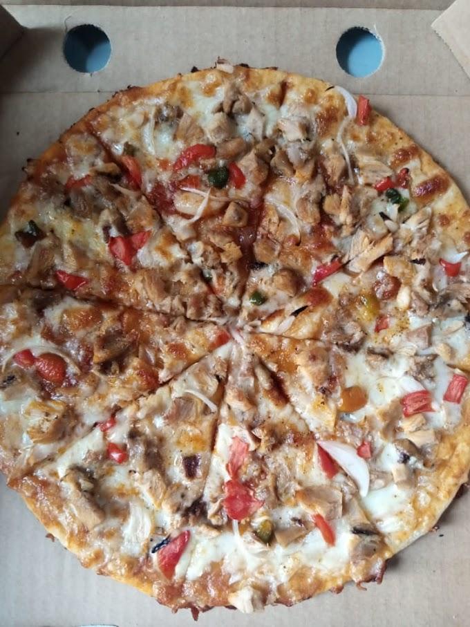 Binnaparlour Delicious  Chicken Pizza