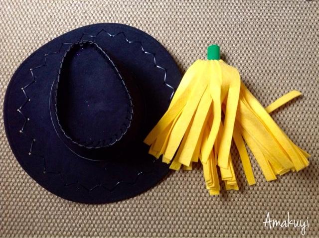 Carnavales-disfraz-sombrero-rubia-fregona-reciclaje