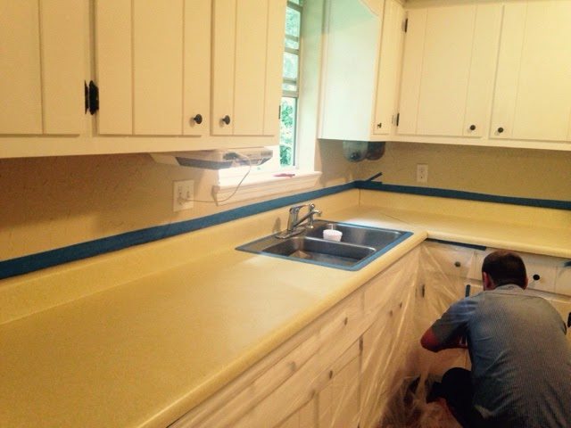 Rustoleum Countertop Paint Smell : Countertop Transformation with Rust-oleum Countertop Coating Self ...