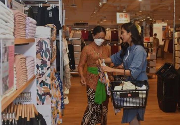 Apresiasi Seniman Tradisi Bali, UNIQLO Indonesia Bersama Happy Salma Beri Ruang Berekspresi