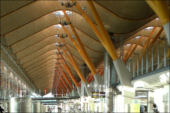 El Aeropuerto de Barajas genera más de 305.000 empleos