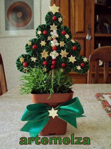 artemelza - árvore de natal com fuxicos