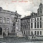 007-Losonc_Kossuth-szobor_(a_városi_polgári_leányiskola_épülete_előtt).jpg