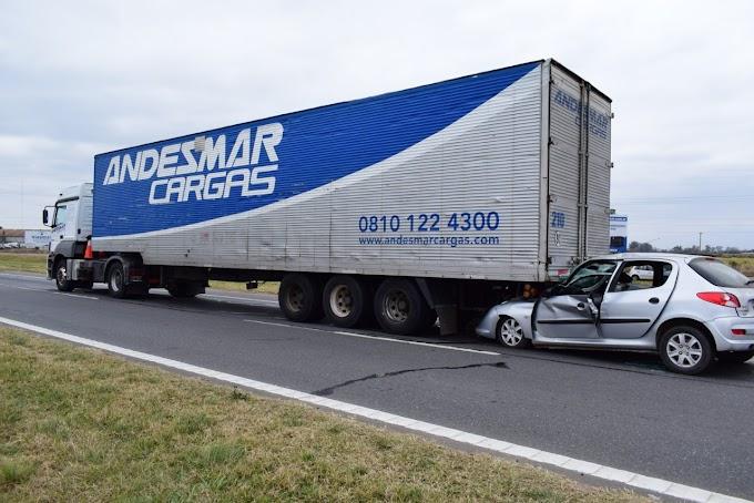 Accidente en la Autopista Rosario- Bs As: Un hombre y un nene de 4 años heridos