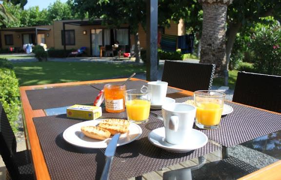 Esmorzar bungalou Playa Montroig.jpg