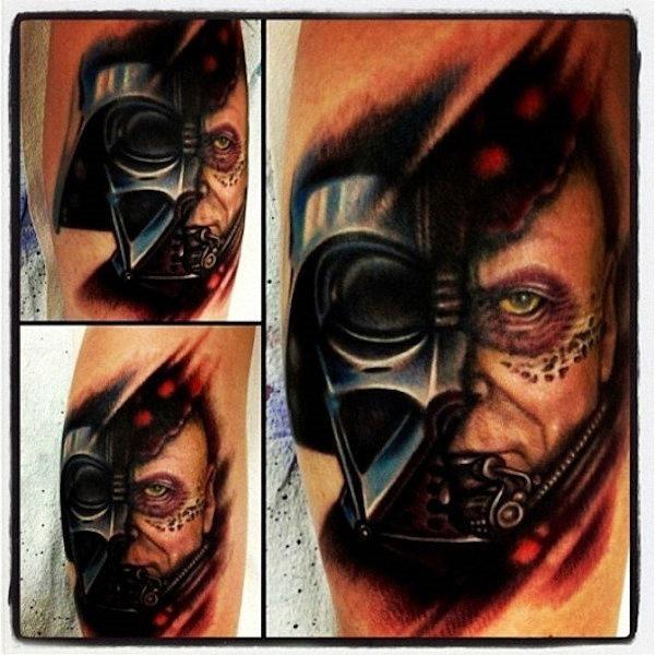 esse_homem_dentro_da_mscara_de_tatuagem