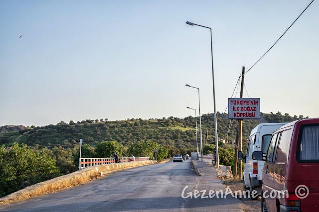 Cunda'yı karaya bağlayan Türkiye'nin ilk boğaz köprüsü