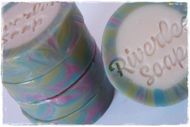 Rimmed soap-013