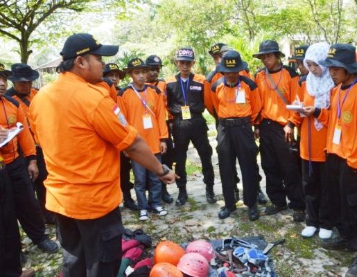 berita foto video sinar ngawi terbaru: Terkait hilangnya kontak 7 pendaki di gunung lawu, ternyata ada yang baru berumur 8 tahun