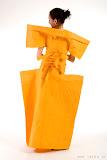 – YELLO- jednodenní společenský oděv, materiál netkanná textilie, ručně barveno - orientační cena 3.000,-Kč