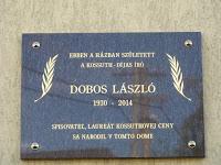 Dobos László emléktábla a szülőház falán Királyhelmecen.jpg