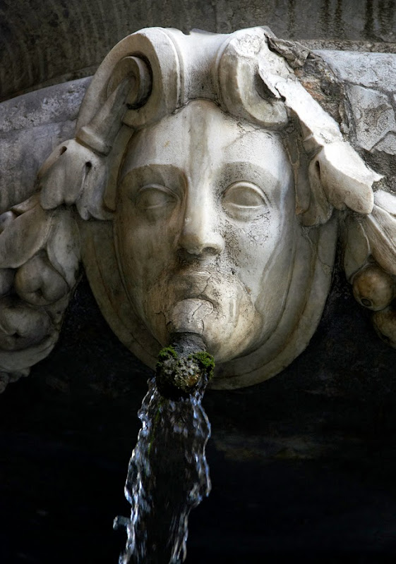 27. Fountain at Via Vittorio Emanuele. Palermo. Sicily. 2013