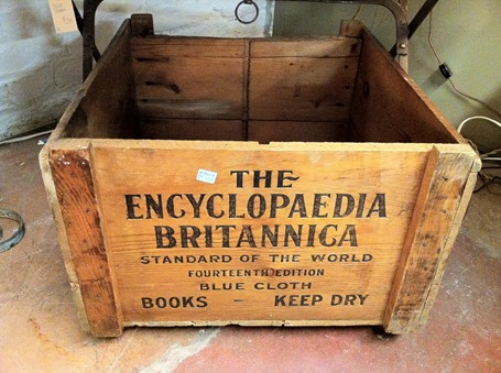 Shipping_box_for_the_encyclopedia_Britannica_2013-04-13_12-24