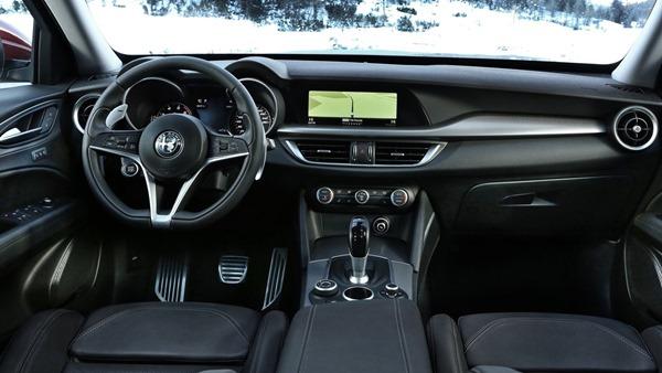 Alfa_Romeo-Stelvio-interior