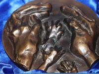 13 A díj Kiss György szobrászművész alkotása.jpg