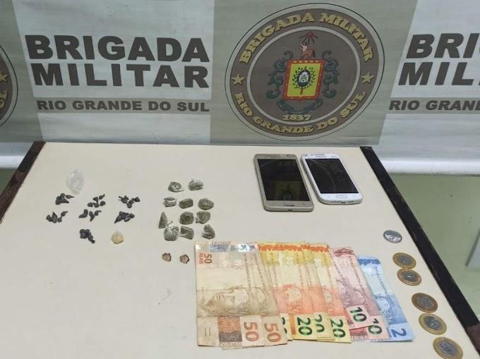 Mulher é presa por tráfico de drogas na Anair em Cachoeirinha