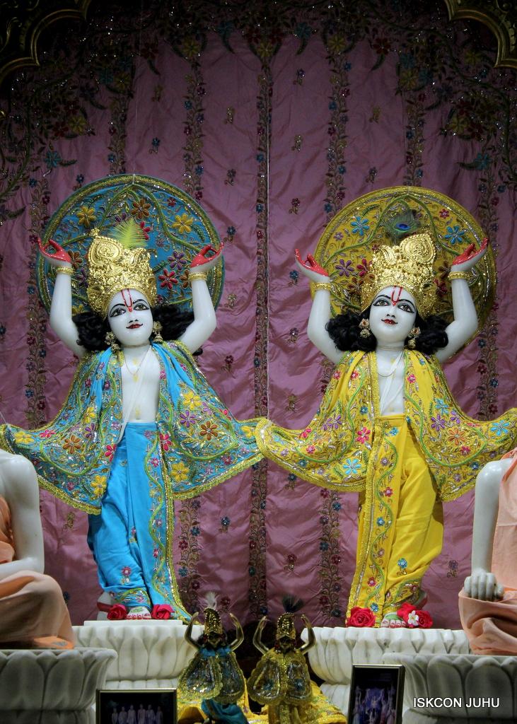 ISKCON Juhu Mangal Deity Darshan on 19th Oct 2016 (30)
