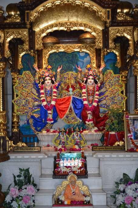 ISKCON Ujjain Deity Darshan 22 Dec 2015 (11)