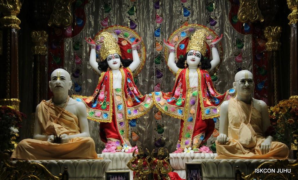 ISKCON Juhu Mangal Deity Darshan on 28th Aug 2016 (36)