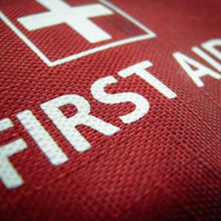 tulisan first aid