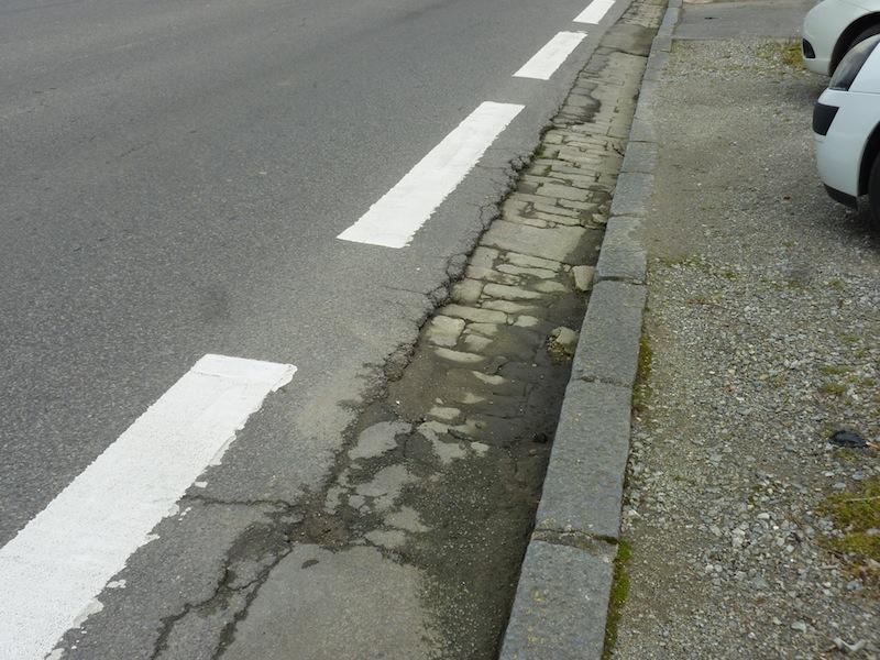 Piste cyclable rue Mermoz - délabrement avancé