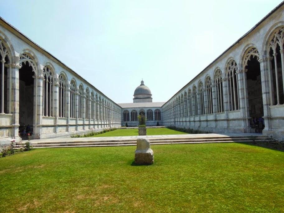 Interior del cementerio de Pisa
