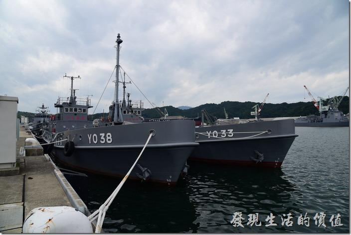 日本舞鶴-海上自衛隊。這兩艘YO33及YO38似乎是加油船。