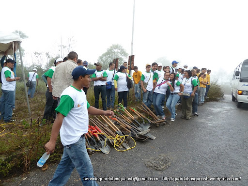 Llegada de los participantes a Planta de Gas