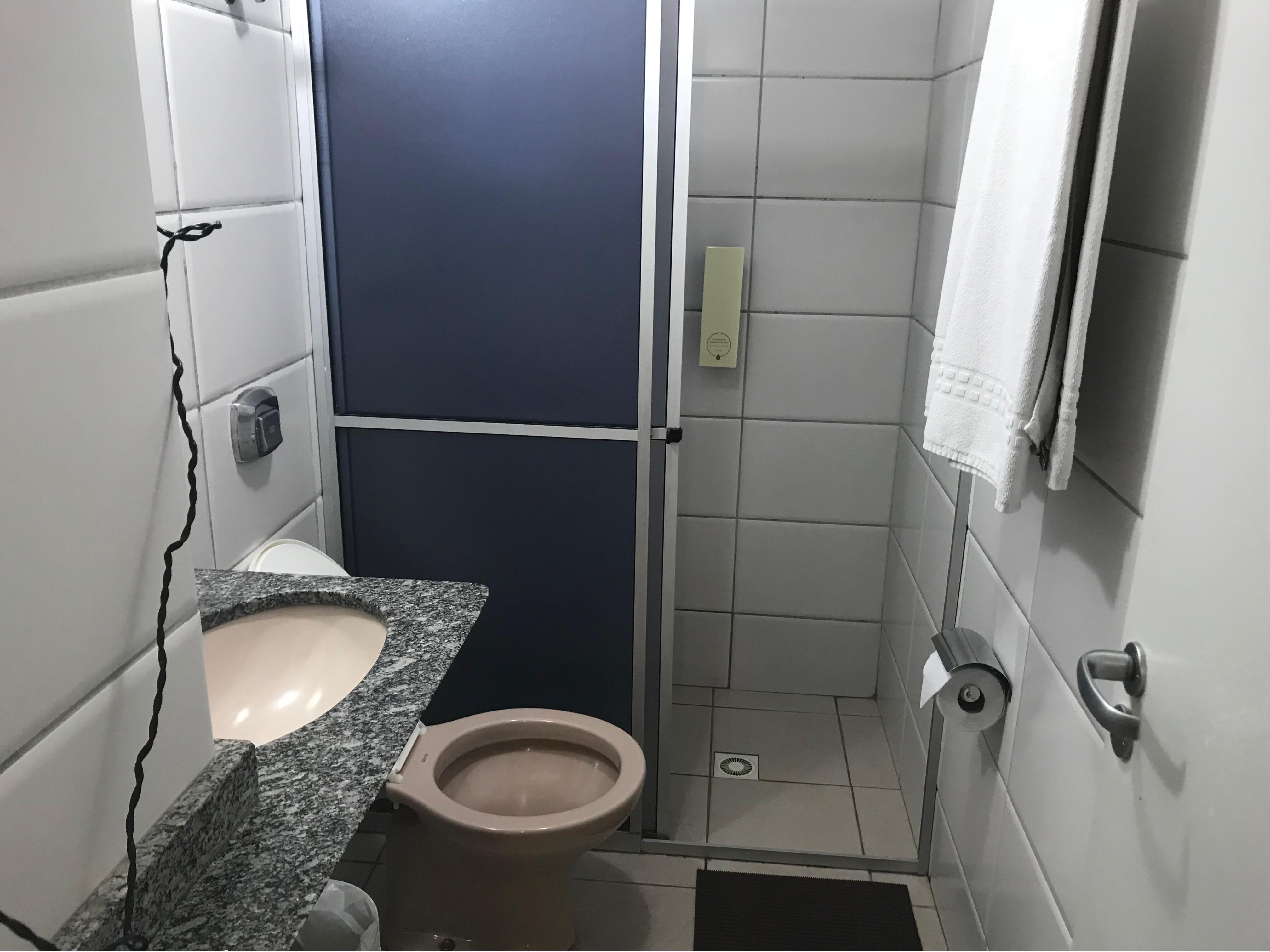 Banheiro quarto Hotel CastelMar Florianópolis