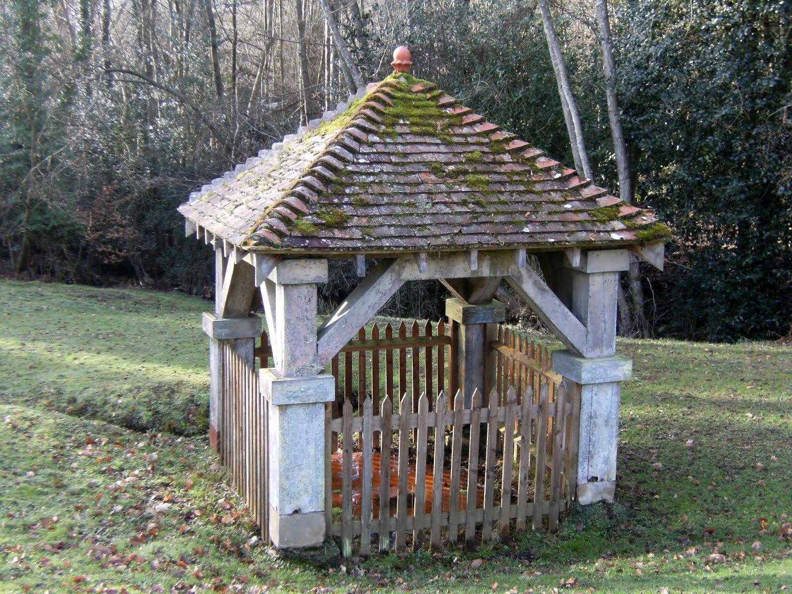 1102030101 Old well on the Buckhurst Estate