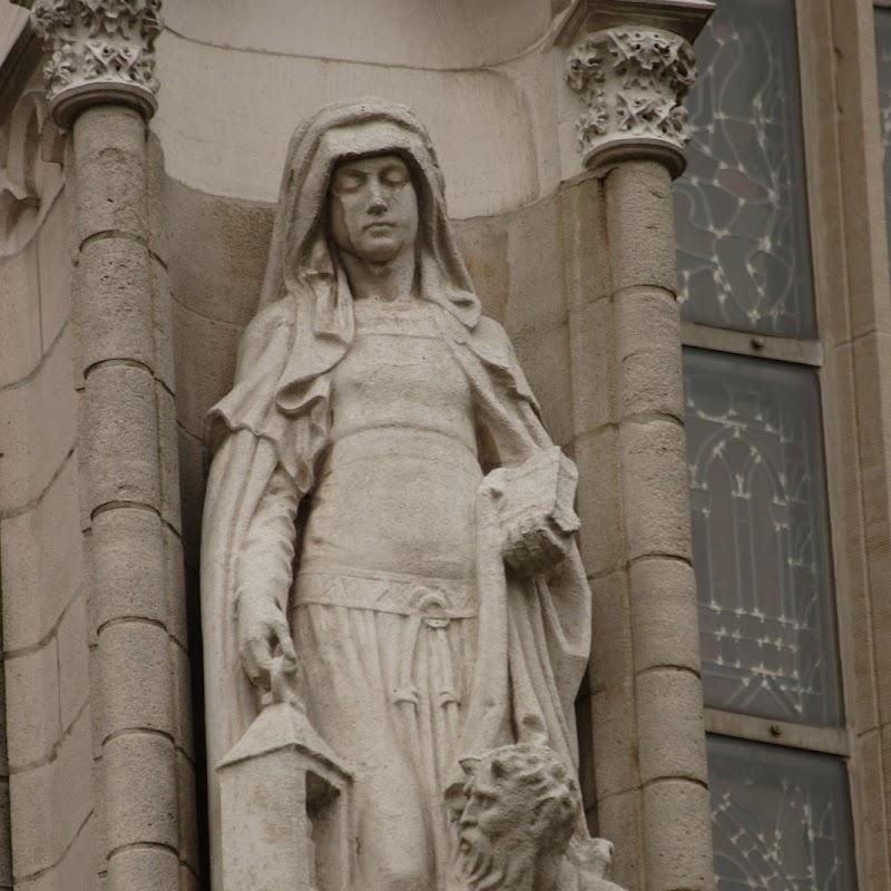 Brussels_034 Notre Dame du Sablon Statue.jpg