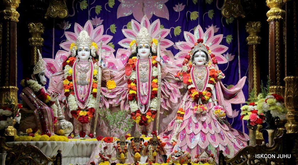 ISKCON Juhu Sringar Deity Darshan 5 Jan 2017 (18)